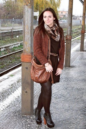tawny scarf - black shoes - dark brown jacket - tawny bag - black skirt