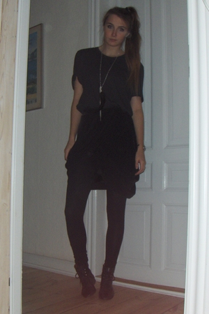 H&M skirt - GINA TRICOT necklace - H&M t-shirt - Zara leggings - tie boots shoes