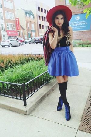 blue blue velvet Urban Outfitters boots - red vintage hat - red vintage blazer