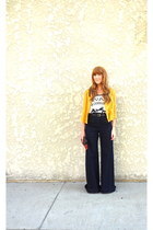 blouse - high waisted jeans - t-shirt - vintage belt