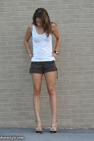 forever 21 t-shirt - American Eagle shorts - Steve Madden shoes - bare accessori