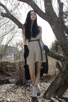 beige Din Sko shoes - beige knitted iiS of Norway dress - black Cubus belt