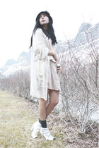beige Vila dress - white Vila blouse - white gift necklace - black Nellycom hat