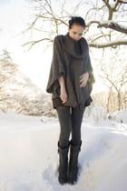 black via Nellycom boots - black high-waisted GINA TRICOT shorts - dark gray thi