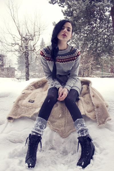 beige Vintage DIY jacket - heather gray iiS of Norway sweater - heather gray kni
