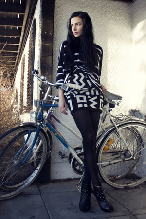 black Kmart tights - white printed Monki skirt - black oversized Monki t-shirt