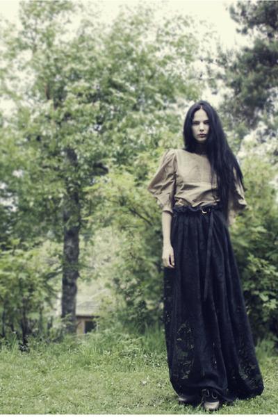 beige platform asos shoes - black lace maxi DIY skirt - beige iiS of Norway blou