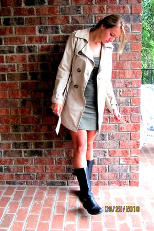 black Steve Madden shoes - green dress - beige united colors of benetton jacket