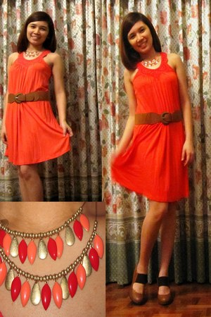 coral crochet detail For Me dress - tawny belt - tawny heels - necklace
