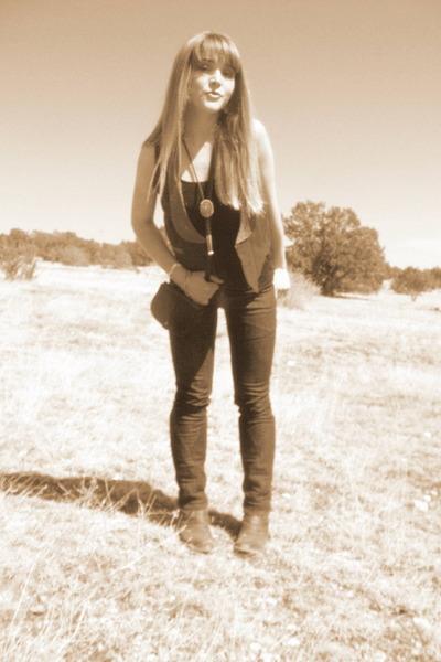 black merona top - pink unknown vest - blue Levis jeans - black liz claiborne pu