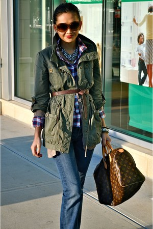 army green Nordstrom jacket - tan hollister sweater - nude Chloe sunglasses