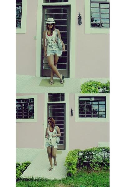 sky blue jeans shorts - white hat - black Havaianas sandals