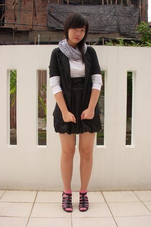 black glitz blazer - white unbranded top - white Color Box scarf - black Princes