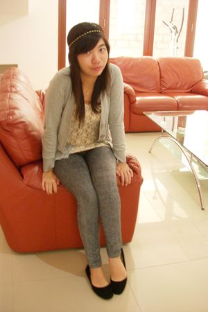 gray mangga dua cardigan - black flat mangga dua shoes - gray jeggings leggings