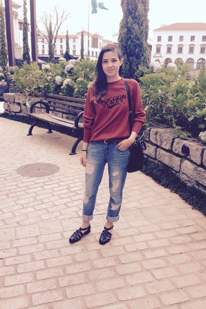 black shoes - blue Forever 21 jeans - ruby red Zara sweatshirt