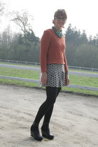 new look sweater - H&M shorts - H&M Swedish Hasbeens sandals - essentiel necklac
