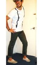 H&M hat - ben sherman t-shirt - Levis jeans - vICTORIA shoes