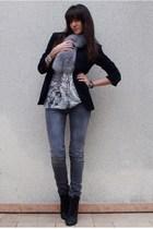 silver Zara t-shirt - gray diabless jeans - black Zara blazer - black UO boots -