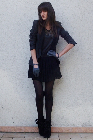 gray Zara blazer - gray Maje t-shirt - black f21 skirt - black Minnetonka boots