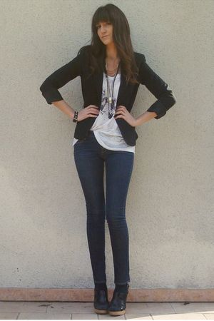 white Urban Outfitters t-shirt - blue H&M jeans - black vintage blazer