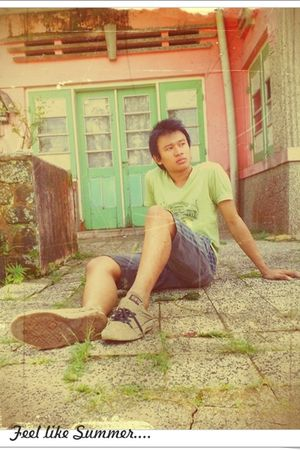 green 3second t-shirt - gray Indigo shorts - brown Converse shoes