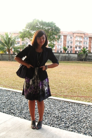 gray accessories - black coat - brown dress - silver shoes - green