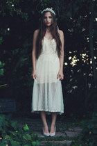 white accessories - ivory slip dress vintage intimate - ivory pumps