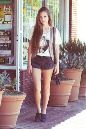tan shirt - black fringed bag - black shorts