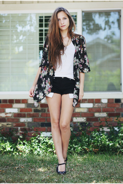 black cut off Forever 21 shorts - black floral print romwe cardigan - black Fore