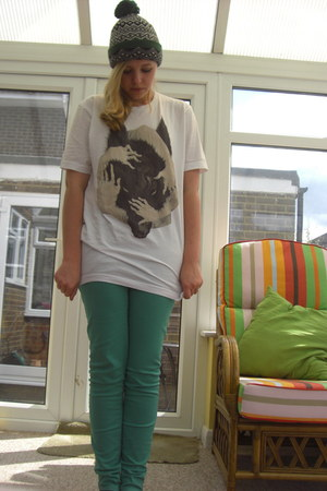 Threadless t-shirt - vintage hat - H & M pants