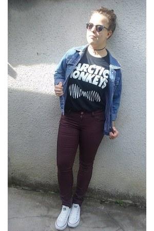 blue denim studded Hema jacket - black vintage Ray Ban sunglasses