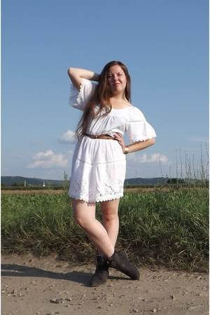 white vintage laced dress - puce boots - bronze vintage accessories