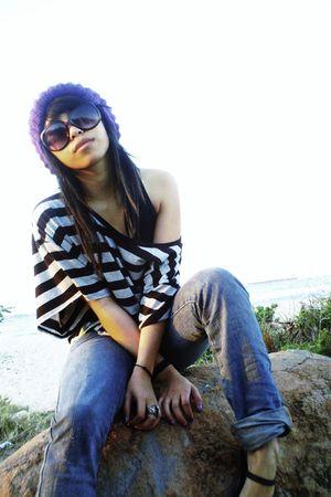 gray MAXX shirt - Hurley jeans - purple Deliahs hat