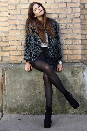 heather gray faux fur jacket - black skirt