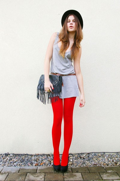 fbeb913e25dc black hat - red welovecolors tights - black bag - heather gray top - black  heels