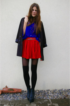blue shirt - red skirt