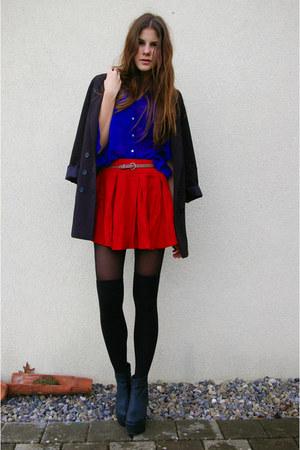 blue shirt - red skirt