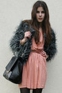 Salmon-dress-gray-faux-fur-coat-black-bag-light-pink-heels