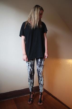 Gap t-shirt - Target leggings - Gap shoes