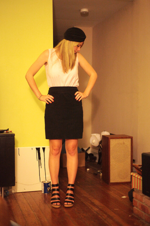 Vintage hat - Free t-shirt - AA skirt - f21 shoes