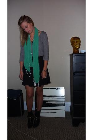 Gap shirt - UO skirt