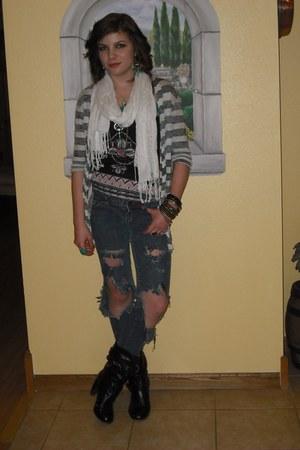 black navajo print weavers top - black Bumper boots - white fringe Vanity scarf