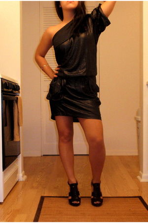 black BCBG dress - black Nine West shoes