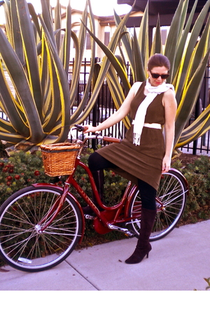 brown dress - red Electra accessories