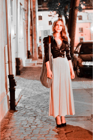 eggshell Aryton skirt - black leather H&M jacket - light blue jeans Rokit bag