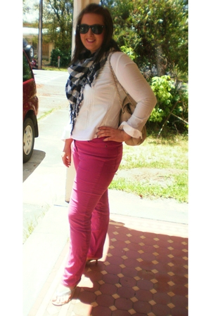 black Big W scarf - white Country Road blouse - pink Trent Nathan vintage jeans