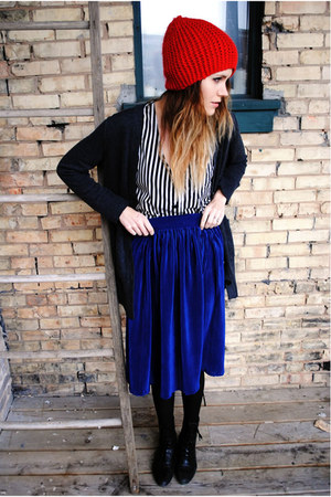 midi pleated American Apparel skirt - H&M hat - Love Culture top