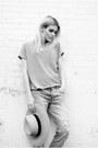 American-eagle-jeans-zara-t-shirt-birkenstock-sandals