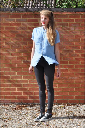 black skinny Topshop jeans - light blue denim second hand shirt