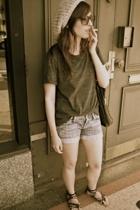 t-shirt - shorts - shoes - hat - purse
